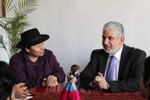 Melania Canales, Vicepresidenta de la Onamiap, y Alfredo Luna, Viceministro de Interculturalidad